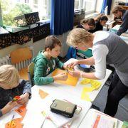 In jeder Woche fallen in Deutschlands Schulen eine Million Unterrichtstunden aus. Ein Schüler verpasst dadurch in seiner gesamten Schulzeit insgesamt ein Schuljahr an Unterricht.