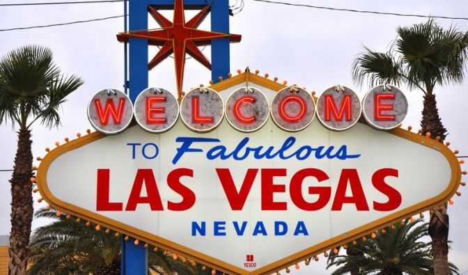 Es ist die Weltmetropole des Glücksspiels. Mehr als 120 Casinos hat Las Vegas. Wer hierher kommt, will entweder spielen oder heiraten - oder beides. (Foto)