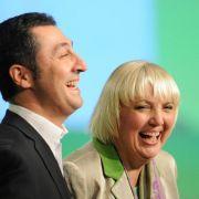 Für einige Zeit zog sich Özdemir aus der Öffentlichkeit zurück. 2004 wurde er ins Europäische Parlament gewählt, bevor er 2008 als Bundesvorsitzender der Grünen kandidierte und gemeinsam mit Claudia Roth die neue Doppelspitze bildete.