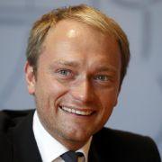 Mit nur 30 Jahren wurde Christian Lindner 2009 zum Generalsekretär der FDP gewählt. Doch sein Stern schien nur zwei Jahre: Im Dezember 2011 erklärte er seinen Rücktritt - offiziell wegen der Parteikrise.