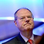 Um SPD-Kanzlerkandidat Peer Steinbrück war es seit 2009 ruhig geworden. Nach dem Aus der großen Koalition 2009 schied er als Finanzminister aus dem Kabinett aus, legte außerdem den Vize-Bundesvorsitz der SPD nieder.