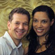 Fast 20 Jahre lang waren sie ein Paar, 13 Jahre davon verheiratet: Im Januar 2012 trennten sich die Schauspieler Kai Wiesinger (45) und Chantal de Freitas (44).