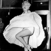 In den USA zeigte damals schon Marilyn Monroe, dass das Drunter durchaus auch etwas hermachen kann. In Deutschland hingegen...
