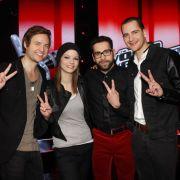 Sie stehen im Finale (von links): Nick Howard (Team Rea), Isabell Schmidt (Team Nene), James Borges (Team BossHoss) und Michael Lane (Team Xavier).