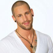 Patrick arbeitet als Fitnesstrainer und hat viele Kontakte zur Nacht-und Partyszene der Rheinmetropole.