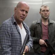 John McClane (Bruce Willis), Jack McClane (Jai Courtney) und Komarov (Sebastian Koch)