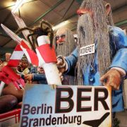 Dieser Neverending Story wächst schon ein Bart: Unter dem treffenden Slogan «Sankt Nimmerleinstag» mutieren die BER-Verantwortlichen Klaus Wowereit und Matthias Platzeck zur Tattergreisen.