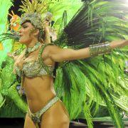Millionen Zuschauer werden täglich Zeuge des großartigen Spektakels, bei dem auch die Sambaschule Unidos de Vila Isabel um den begehrten Titel kämpft.