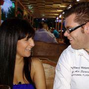 Für Dennis und Nina läuft es nicht gut: Sie verlässt plötzlich fluchtartig das Date.