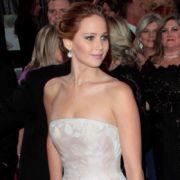 Jennifer Lawrence gewann den Oscar in der Kategorie Beste Hauptdarstellerin. Auch ihr Kleid von Christian Dior Couture und dazu dezenter Schmuck sind oscarverdächtig.