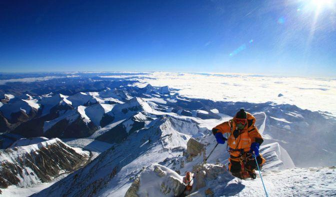 Forscher haben bei Alpinisten am Mt. Everest den bislang niedrigsten Sauerstoffgehalt im Blut gemessen. Der niedrigste Wert lag bei 2,55 Kilopascal, normal sind 12 bis 14. Weniger als 8 Kilopascal gilt als ernsthaft krank. (Foto)
