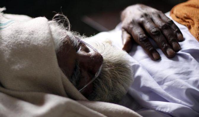 Ein indischer Tuberkulose-Patient in einer Tuberkulose-Klinik. Noch heute sterben Jahr für Jahr rund 1,6 Millionen Menschen an der Infektionskrankheit, etwa 330.000 davon allein in Indien.