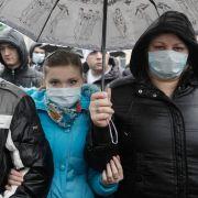 Patienten protestieren gegen die ungeregelte Versorgung mit lebenswichtigen Medikamenten für 1800 Aids-Patienten in Kiew. Die ukrainische Regierung hat es versäumt, die Präparate für umgerechnet 1,3 Millionen Euro zu beschaffen.