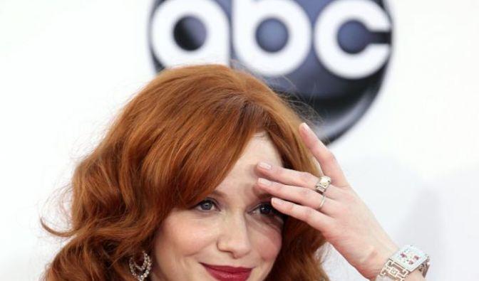 Christina Hendricks ist rothaarig und erfüllt zu 100 Prozent des Klischee der Sexbombe. Sie Schauspielerin punktet nicht nur mit ihrem Haar. Auch ihre Kurven sind waffenscheinpflichtig. (Foto)