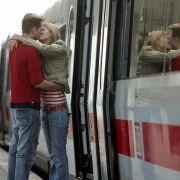 Traurige Abschiede, hohe Reisekosten und Stress sind inklusive: Nicht jeder ist einer Fernbeziehung gewachsen.