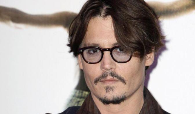 Eigentlich trägt Johnny Depp die berühmte Panto-Brille als Markenzeichen. (Foto)