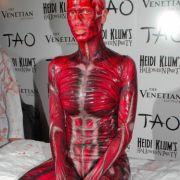 Hätten Sie sie erkannt? Das Topmodel als blutiges Skelett.