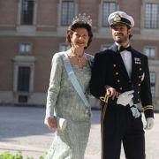 Das Schaulaufen der Royals vor der Kirche: Königin Siliva von Schweden mit Prinz Carl Philip, ...