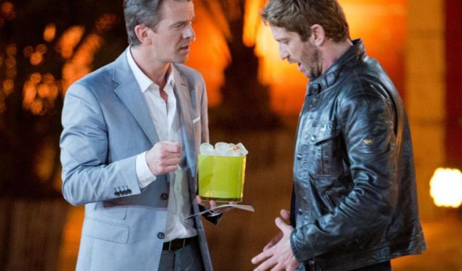 Ein Moment des Schreckens:Markus Lanz hat Eiswürfel für die Unterhose von US-Schauspieler Gerard Butler parat.