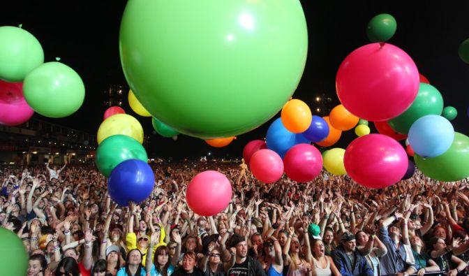 Während dem Auftritt der amerikanischen Rockband 30 Seconds To Mars wurden überdimensionale Luftballons ins Publikum geworfen. (Foto)