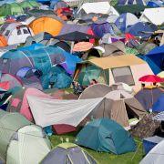 Zelt an Zelt: Die Wiesen waren wieder vollgestopt mit Zelten und (fast) kein Grashalm ist mehr zu sehen.