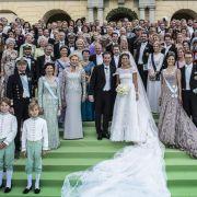 Ein Gruppenfoto zur Erinnerung: Das Brautpaar hatte 400 Gäste geladen.