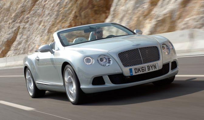 Stars lieben sportliche Autos mit viel PS unter der Haube. Der erste Promi mag es zusätzlich elegant, wie Sie an diesem Bentley Continental und ... (Foto)