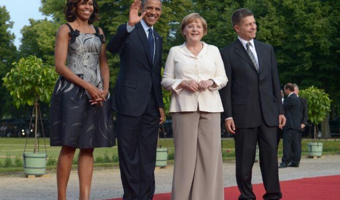 Michelle Obama hat in Sachen Mode den Dreh raus. Da könnte sich unsere Bundeskanzlerin mal eine Scheibe davon abschneiden. (Foto)