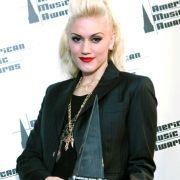 Last but not Least: Gwen Stefani. Ihre Markenzeichen sind ganz klar ihre platinblonden Haare, ihre blutroten Lippen und ihr blasser Teint.