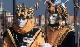 Wer sich hinter einer Maske verbirgt, macht sich noch interessanter. (Foto)
