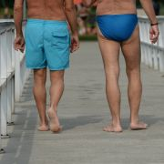 Shorts oder Speedo - wer die Wahl hat, hat die Qual. Sie sollte gut überlegt sein.