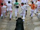 Beim traditionellen Stierlauf im spanischen Pamplona flüchten junge Männer vor einem aufgebrachten Rindvieh. (Foto)