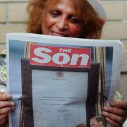 Britische Zeitungen druckten am Dienstag Sonderseiten zur Geburt. So änderte das Boulevardblatt «The Sun» seinen Titel in «The Son» («Der Sohn») um.