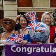 In London versammelten sich sowohl vor dem Krankenhaus, in dem die Herzogin liegt