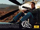 Werbeplakat: John Travolta wirbt für Fliegeruhren. (Foto)