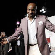 Box-Legende Mike Tyson (40) hat sich laut US-Medien selbst in eine Entzugsklinik begeben, um sein Drogen- und Alkoholproblem in den Griff