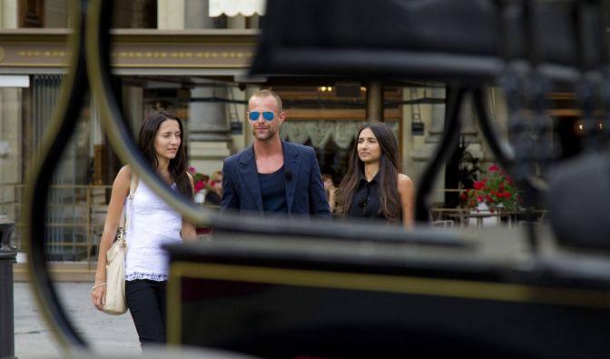 Dennis (M.) lädt Anastasyia (links) und Mariana zu einer romantischen Kutschfahrt durch Florenz ein. (Foto)