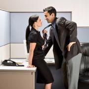 Für jeden zehnten Deutschen unter 30 Jahren wäre es kein Problem, Sex mit dem Chef zu haben. Wenn es der Karriere hilft!