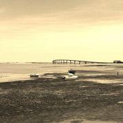 Die Brücke ins Glück, im Hintergrund die Hafenstadt La Rochelle.