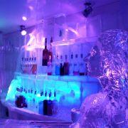 Stellen Sie sich vor, wie es wäre, jetzt in einer solchen Eisbar zu sitzen.