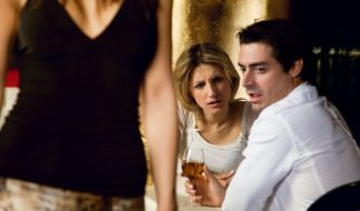 Sex mit der Partnerin zu langweilig geworden? Dann am besten noch deren besten Freundin mit ins Bett nehmen. (Foto)