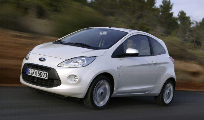 Der Ford Ka landet auf Platz acht. Markteinführung des beliebten Kleinwagens des Autoherstellers Ford war 1996.