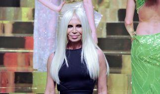Auch Donatella Versace hat es eindeutig übertrieben mit den Schönheits-OPs. (Foto)
