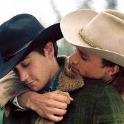 Der oscarprämierte Film Brokeback Moutain porträtiert eine homosexuelle Liebesbeziehung.