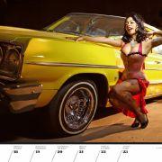 Die klaren Kanten des Chevy Impala aus dem Jahre 1964 stehen im Kontrast zu den Kurven des Modells.