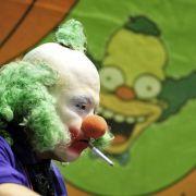 Mehr Komik als Grusel versprüht hingegen Krusty, der Clown aus den «Simpsons». Gibt es bei Fan-Conventions auch in echt.