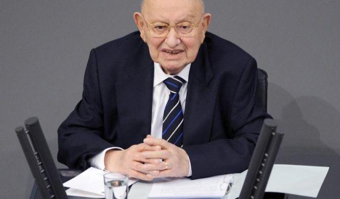 Marcel Reich-Ranicki ist im Alter von 93 Jahren gestorben. Bekannt wurde der Literatur-Papst auch für seine bissigen Kommentare.