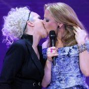 Und die Welt guckt hin! Ina Müller und Barbara Schöneberger imitieren bei der Echoverleihung 2012 Madonna und Britney Spears.