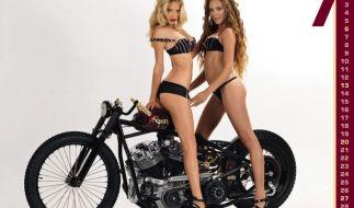 Das «Duo infernale» auf der Höllenmaschine bereitet dem Betrachter einen heißen Juli. (Foto)