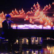 Jean-Michel Aweh aus Köln kann nicht nur Klavier spielen und singen, er ist auch ein begabter Komponist.